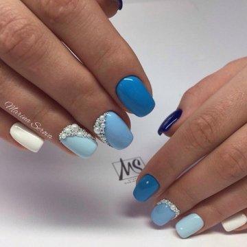 Платье и ногти одного цвета: красивые фото-идеи