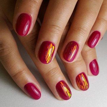 Битое стекло на ногтях: новинки дизайна 2018