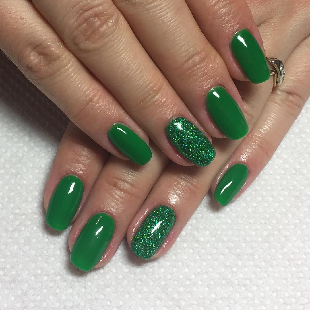 Маникюр с зеленым гель лаком фото