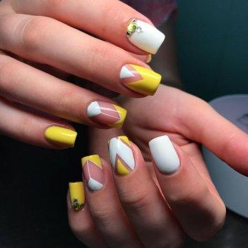 Желтый дизайн ногтей: лучшие фото-новинки 2019