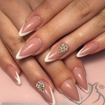 Фото дизайн на ногтях черно белого с рисунком