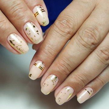 Дизайн ногтей с полосками лентой: фото-новинки 2019