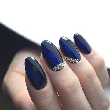 Синий маникюр 2019: модные тенденции, фото-новинки