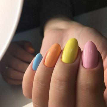 Разноцветный маникюр: модные тенденции, фото 2019