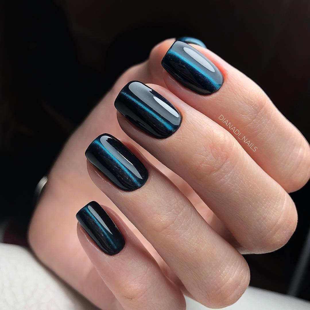 Приглашаем вас полюбоваться на модные цвета лаков для ногтей и, конечно, присмотреть оттенки для ваших экспериментов в этом году, и для пополнения вашего маникюрного набора.