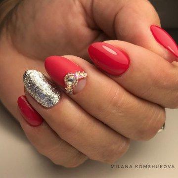 Маникюр с серебром: дизайн ногтей, фото-новинки