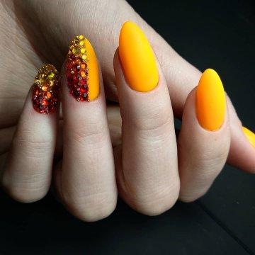 Оранжевый дизайн ногтей: топ фото-новинки 2019-2020